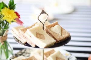 alice-in-wonderland-themed-afternoon-tea-sandwiches_0.jpg