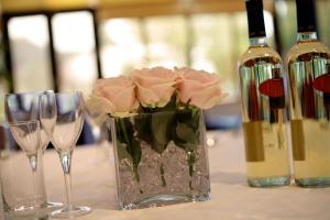 crowne plaza felbridge wedding glasses and flowers