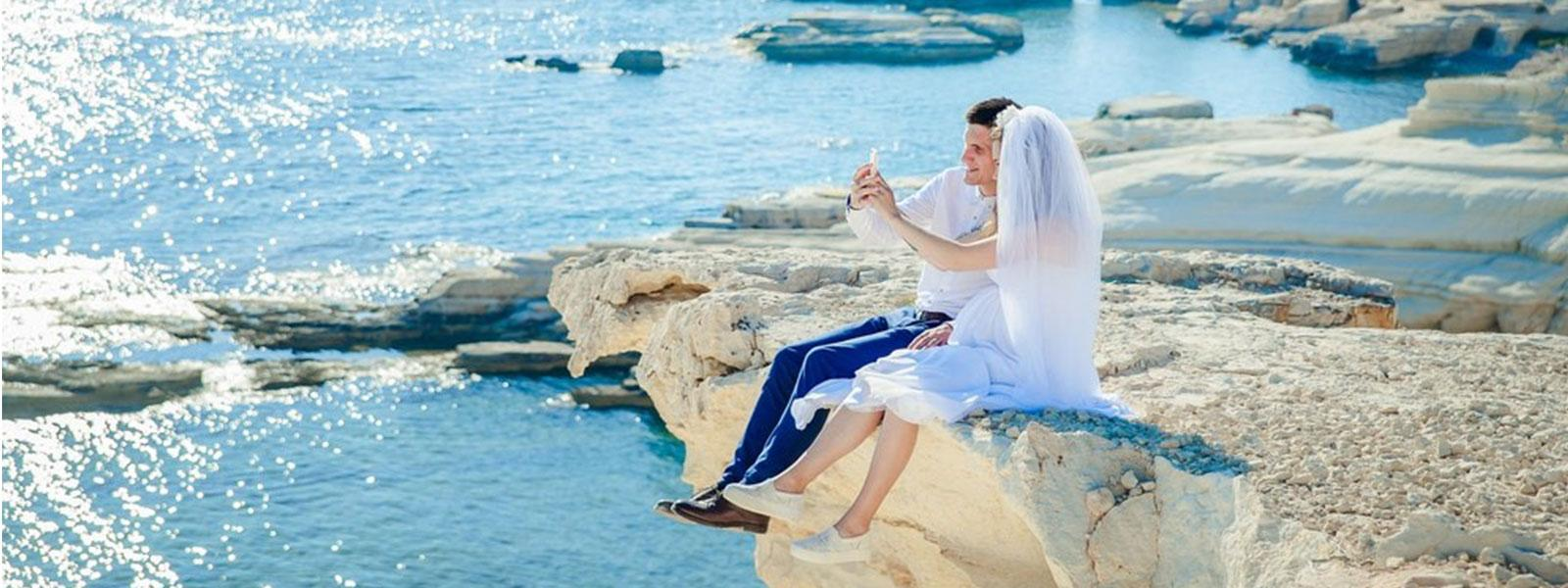 road trip honeymoons – a couple pose on cliffs