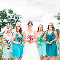 bride-with-bridesmaids-in-turquoise