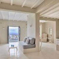 Honeymoon Without the Crowds in Santorini