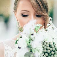 A guide to summer wedding photography - bride smelling bouquet