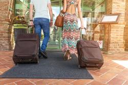 travelling-hotel-arrival