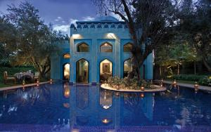 villa persane vue exterieure nuit