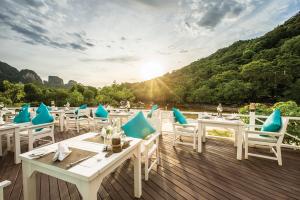 Phi-Phi-Island-Village-Beach-Resort---Coconut-Restaurant-2