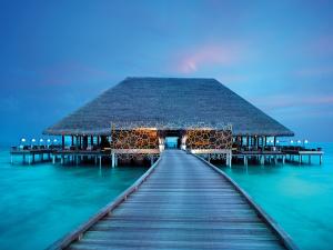 Velaa-Private-Island---Aragu-Restaurant-&-Cru-Lounge